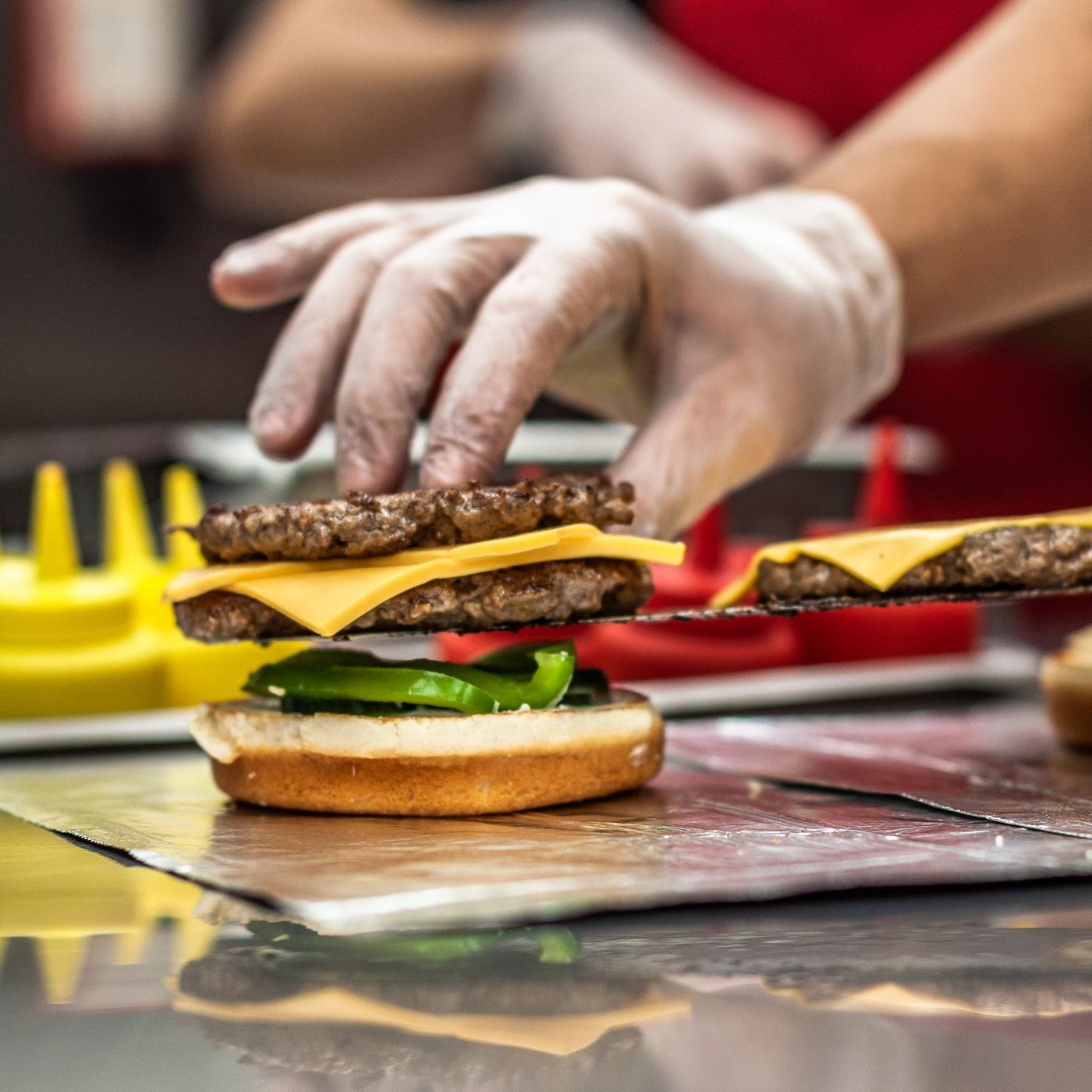 como preparar hamburguer com segurança